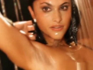 Beautiful Indian Babe Shows Herself
