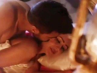 Puja Bose hot sex kissing scene