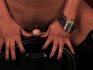 Indian pornstar Priya takes on the Sybian!