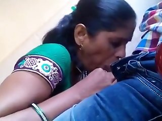 Kaamwali Bai Say Blowjob