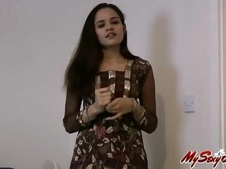 indian sexy Jasmine shows her lovely naked boobs and pussy - freeporncamz.com