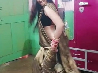 Desi indian very sexy girl with sexy boobs & juicy ass dance